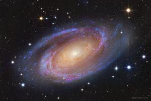 Galaxias espirales: luminosos con estrellas jóvenes