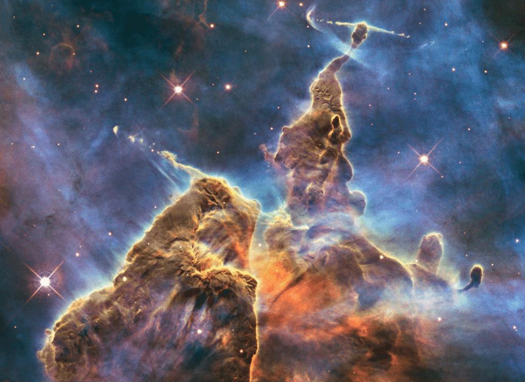 montañas de polvo en nebulosa Carina