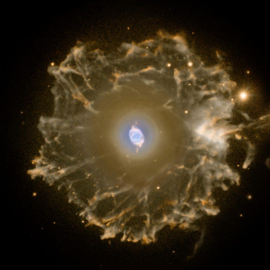 nebulosa ojo de gato sin distancia medida