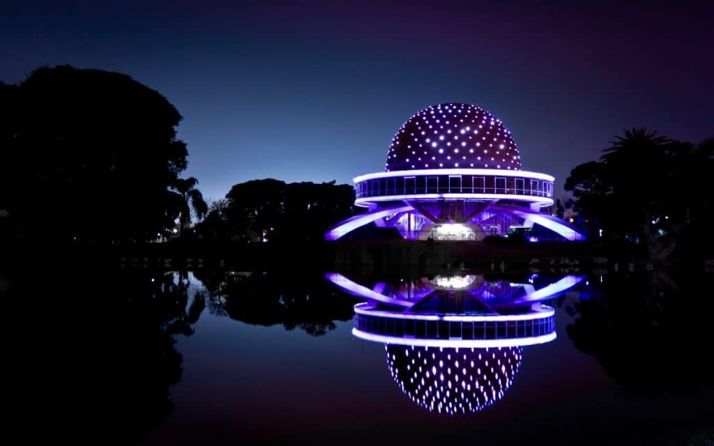 Planetario en Palermo iluminado