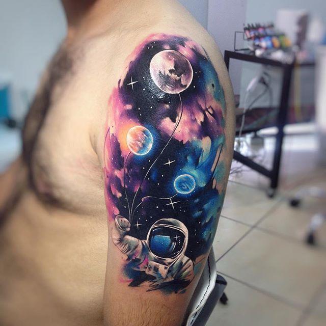 tatuajes de astronautas y galaxias