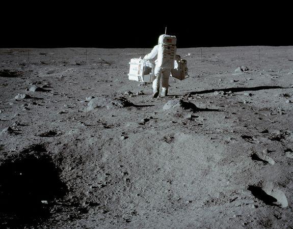 La luna es un satélite-7