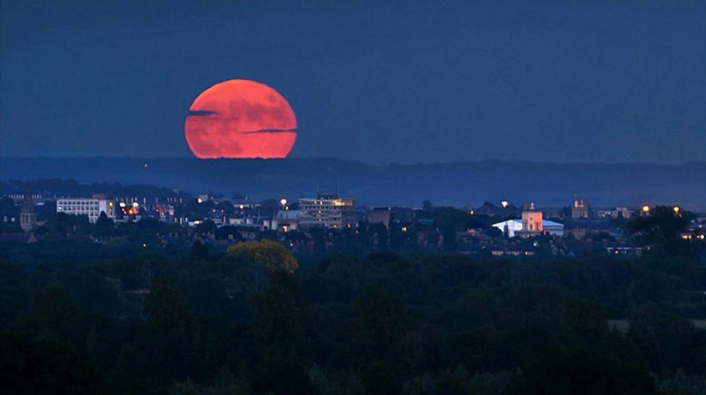 Por qué la luna se pone roja