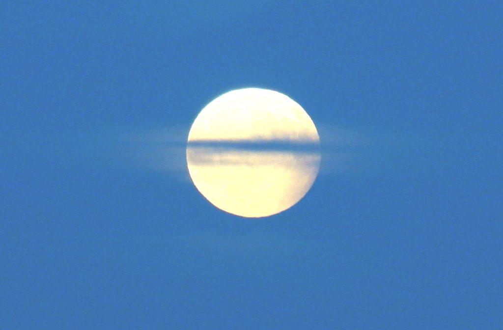 Por-qué-la-luna-brilla 2