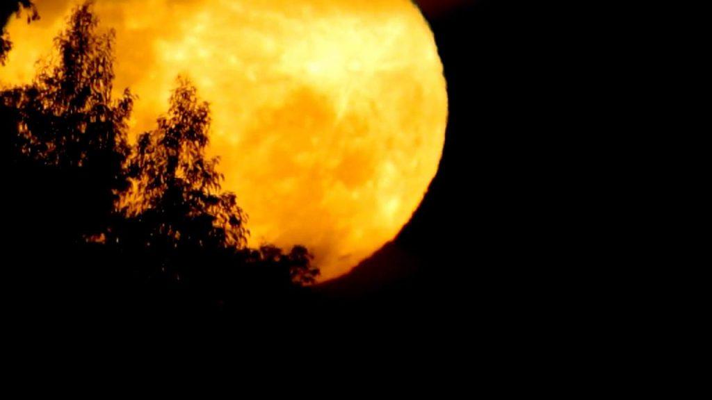 Por-qué-la-luna-se-pone-amarilla 2