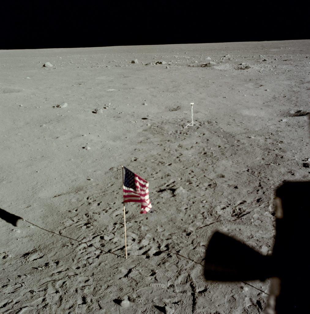 Banderas en la luna