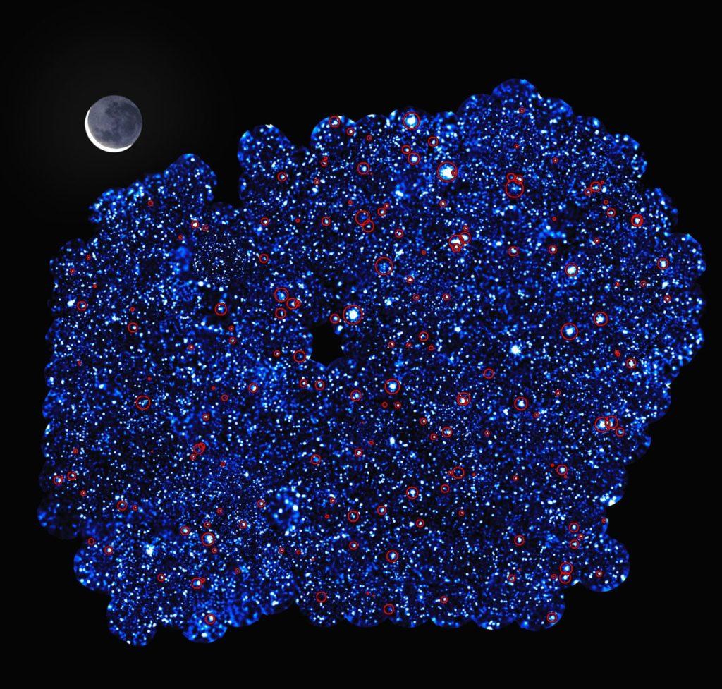 colorido cumulo de galaxias