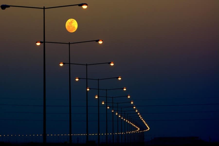 cuanto mide la luna 6