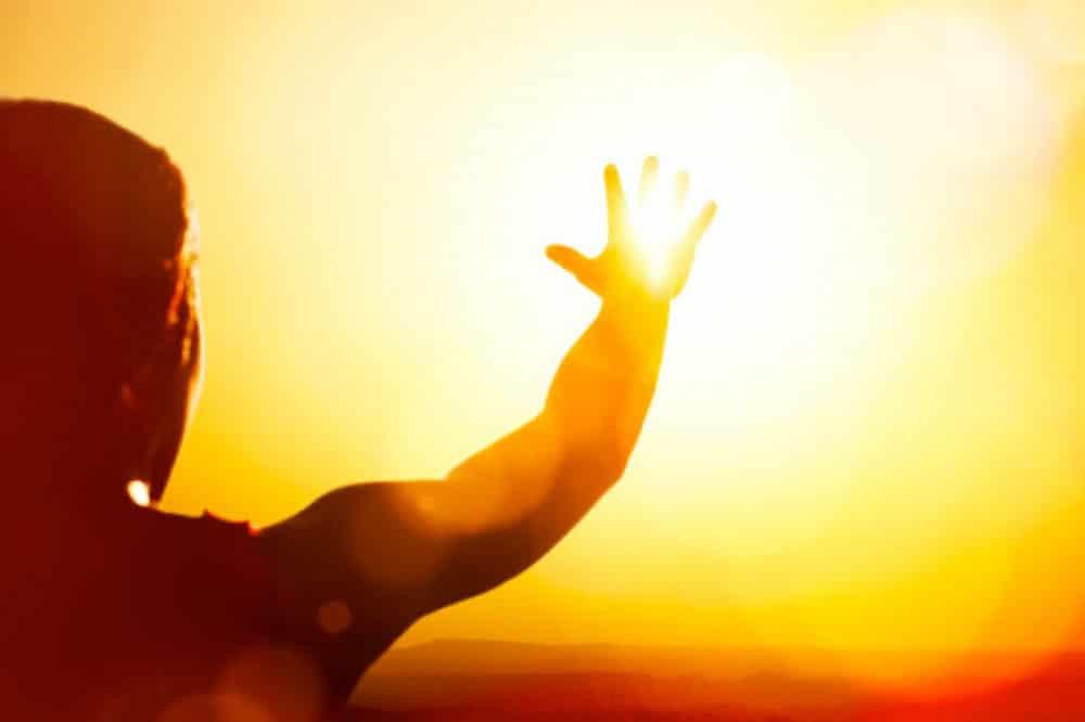 de que color es el sol