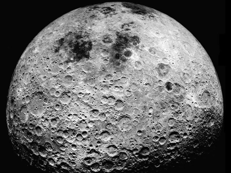 por qué brilla la luna