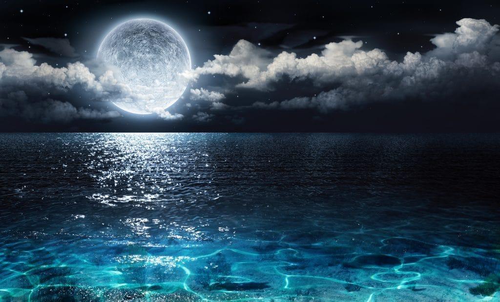 De dónde sale la luna