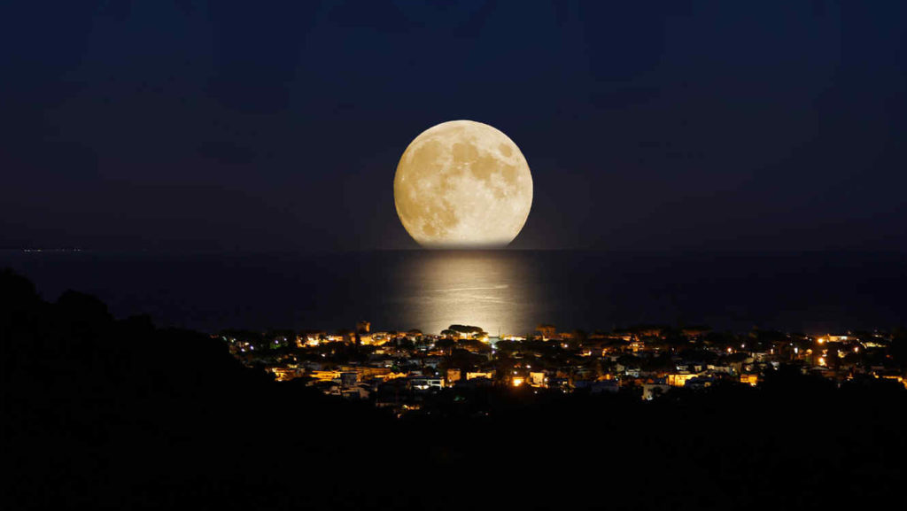 De donde sale la luna