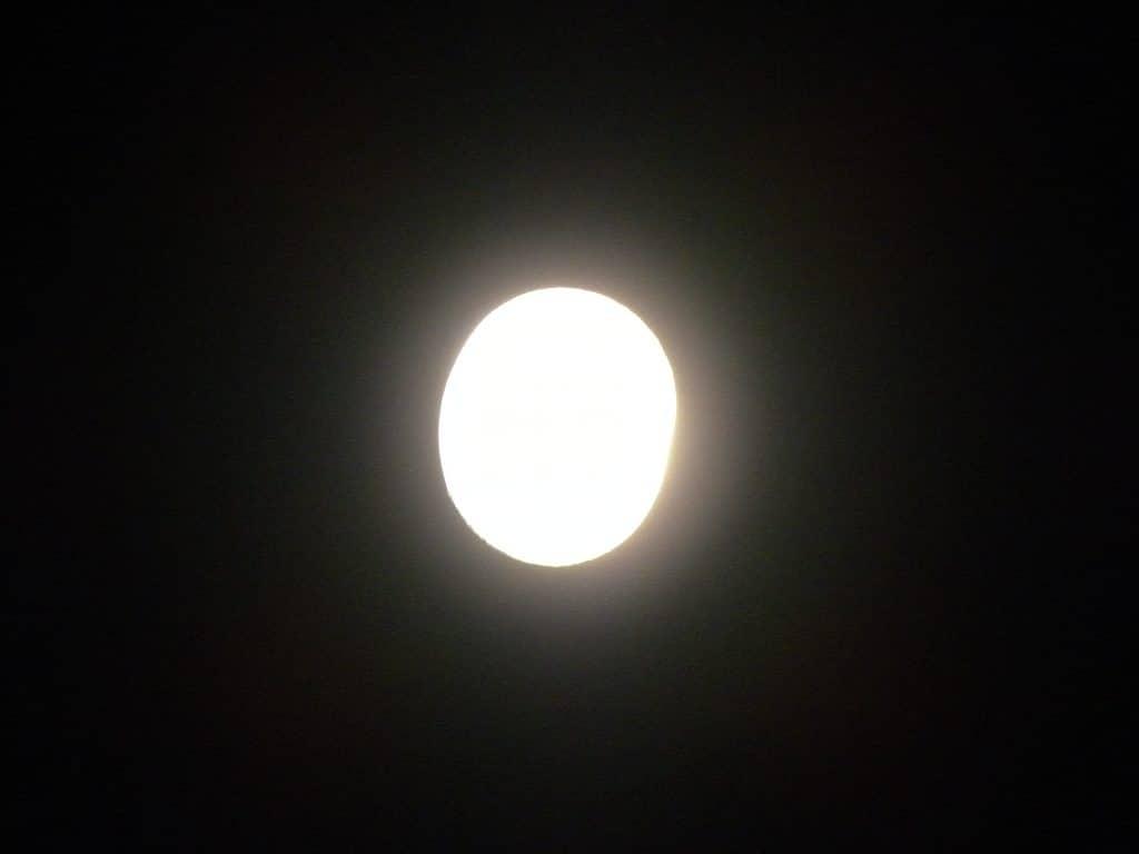 Luna ovalada