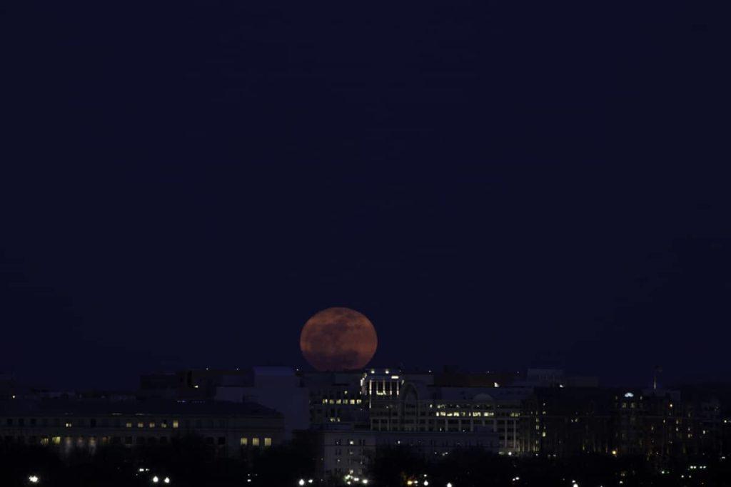 Por qué ;a luna es redonda