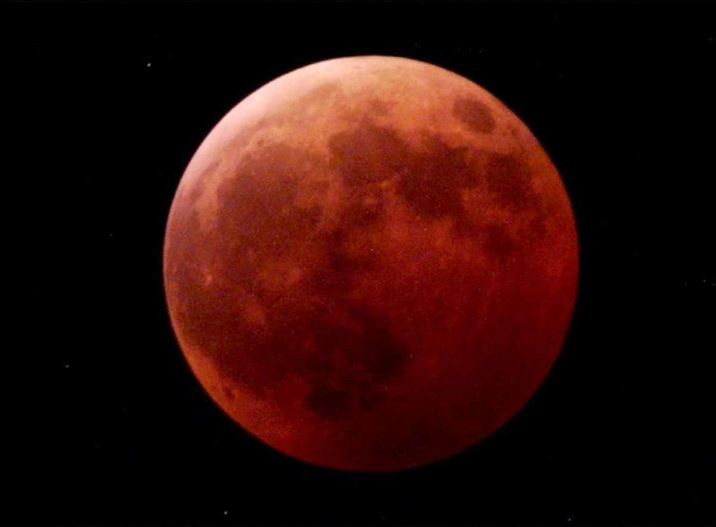 Por qué la luna se pone roja aspectos negativos y positivos