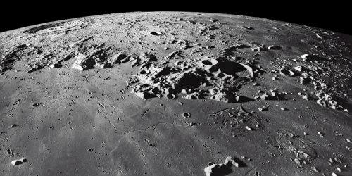 La luna es un satélite