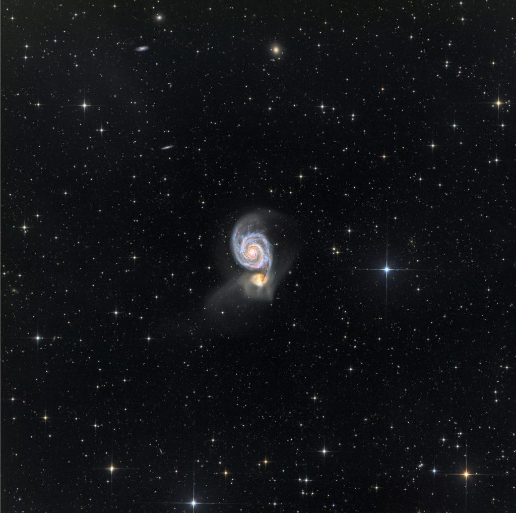 galaxia remolino y acompañante