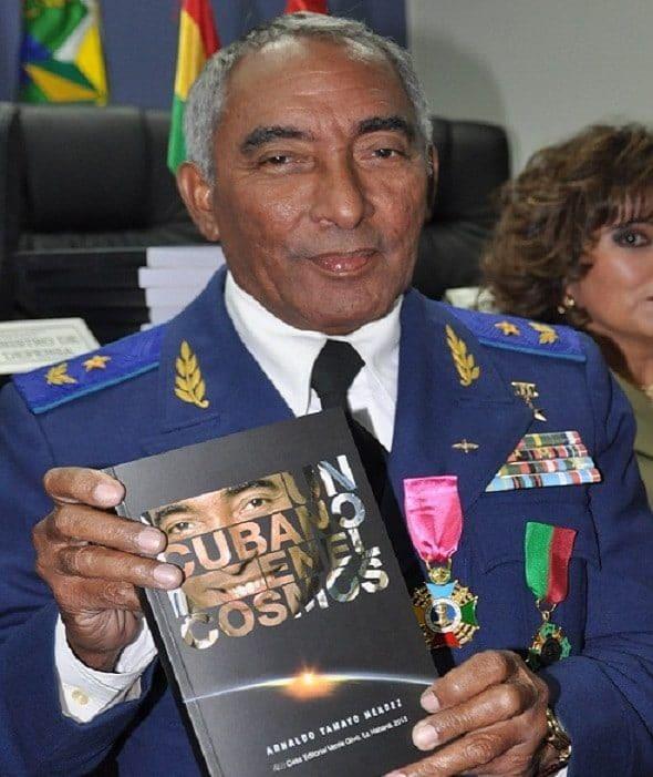 astronauta cubano-arnaldo tamayo mendez