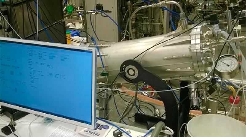cientificos trabajando en Nave espacial