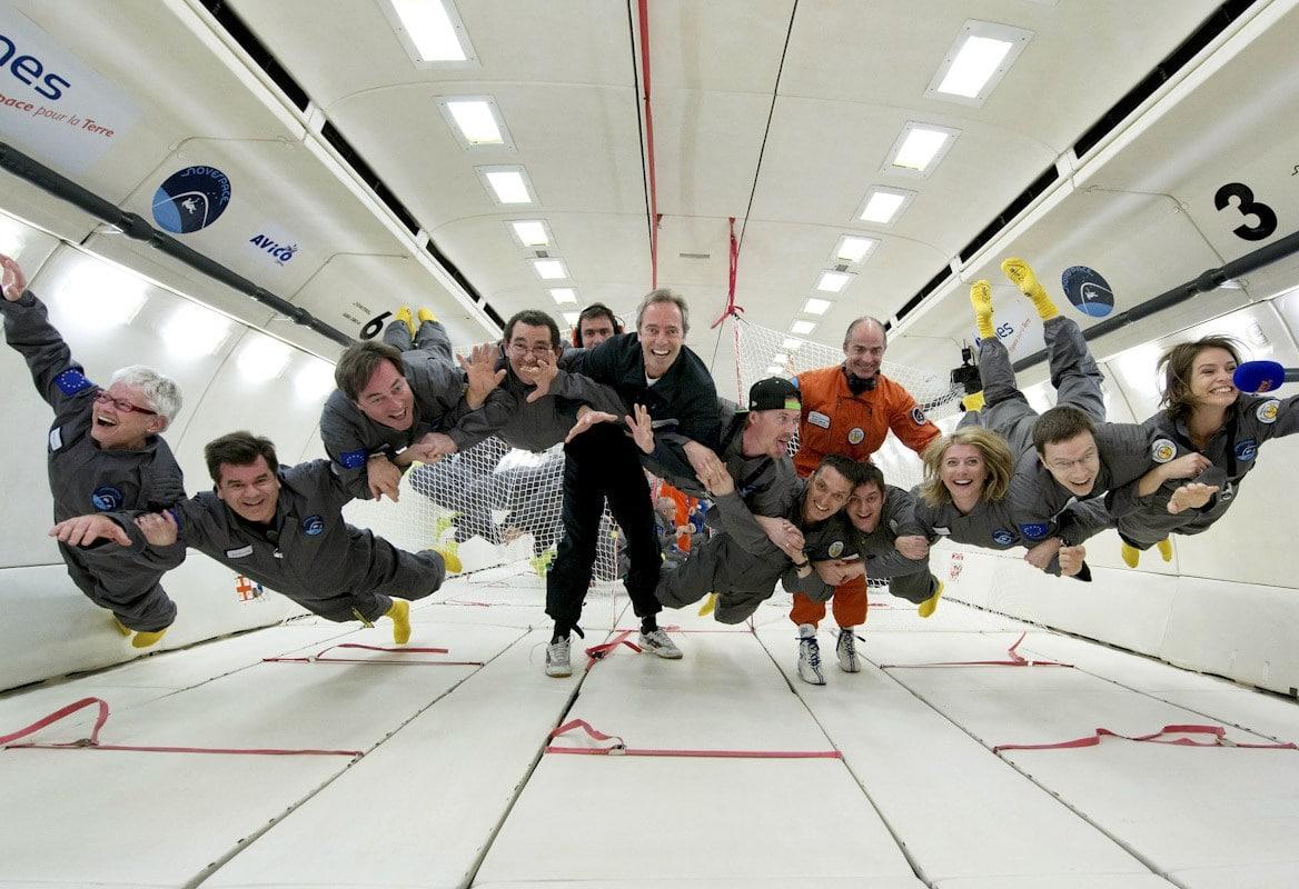por qué los astronautas flotan